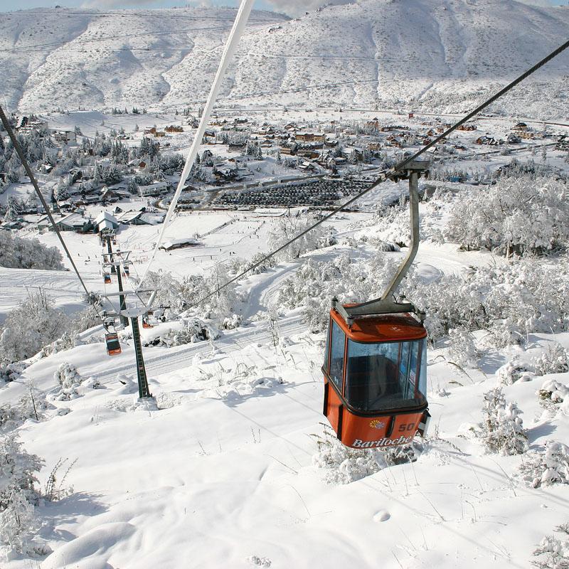 Утро после снегопада. Подъемник из Серро Катедраля в зону катания