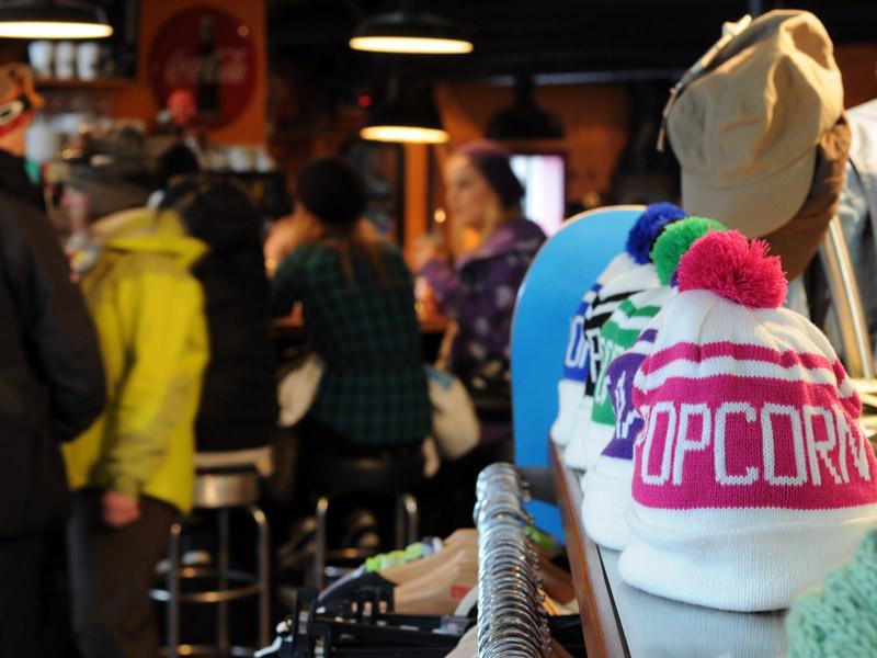 Сноубордический бар-магазин Popcorn в Саас-Фе