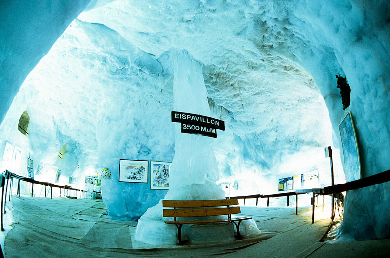 Ледяной павильон на Mittelallalin (3500 м) © Saas-Fee Tourismus