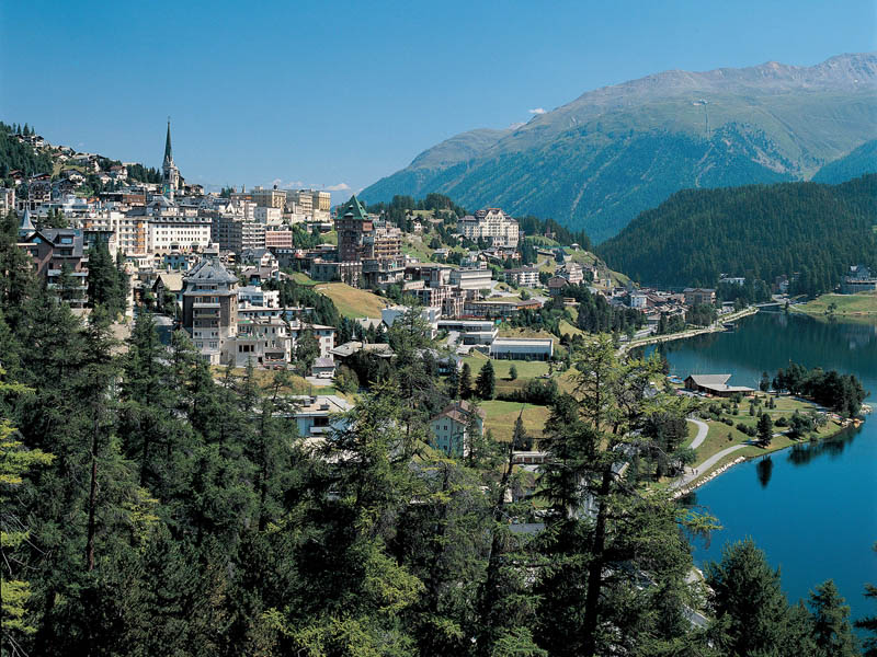Вид на Санкт-Моритц и озеро © Switzerland Tourism, Lucia Degonda