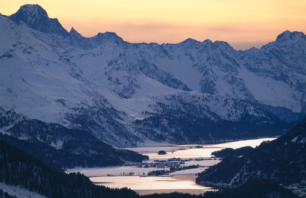 ENGADIN St. Moritz: Blick Richtung Sils auf den Silvaplaner- und Silsersee