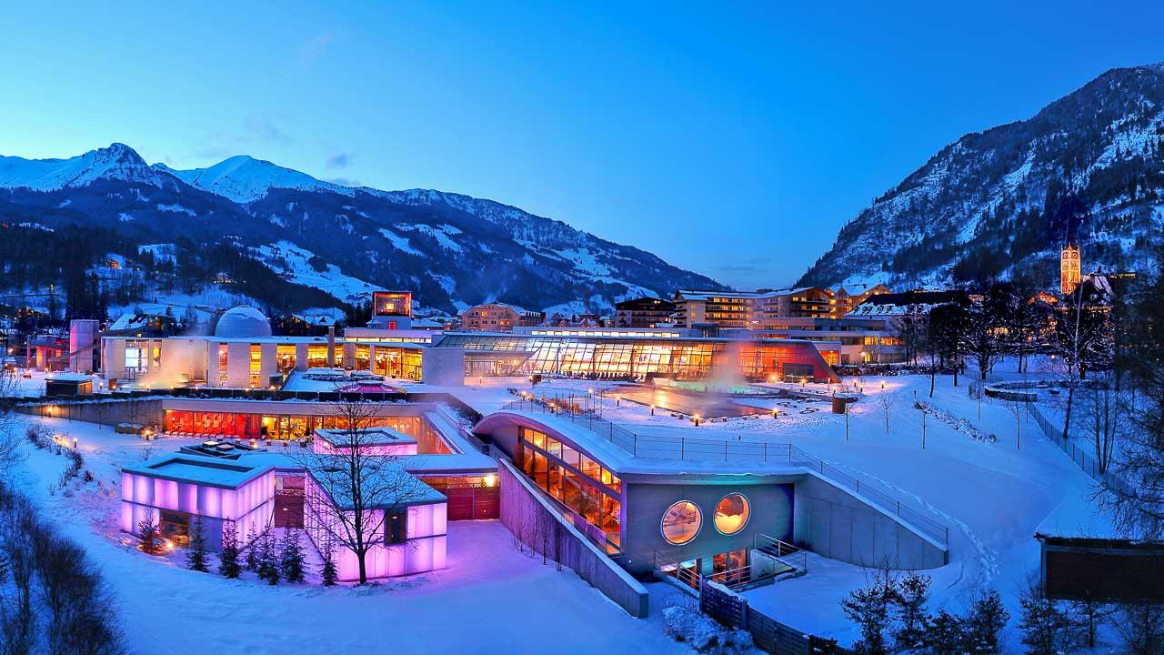 Blaue Stunde Bad Hofgasteiner Alpentherme, aufenommen am 18.2.09 ca. 18 00 Uhr bei - 10 ∞