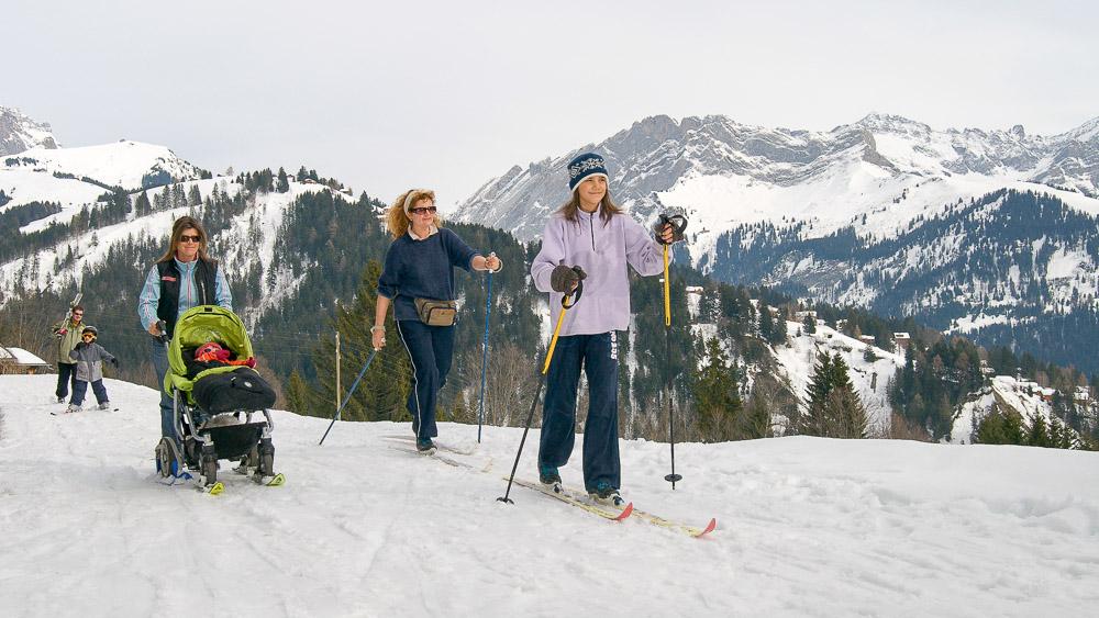 Villars_SkiFondSkating_Maman_Poussette02