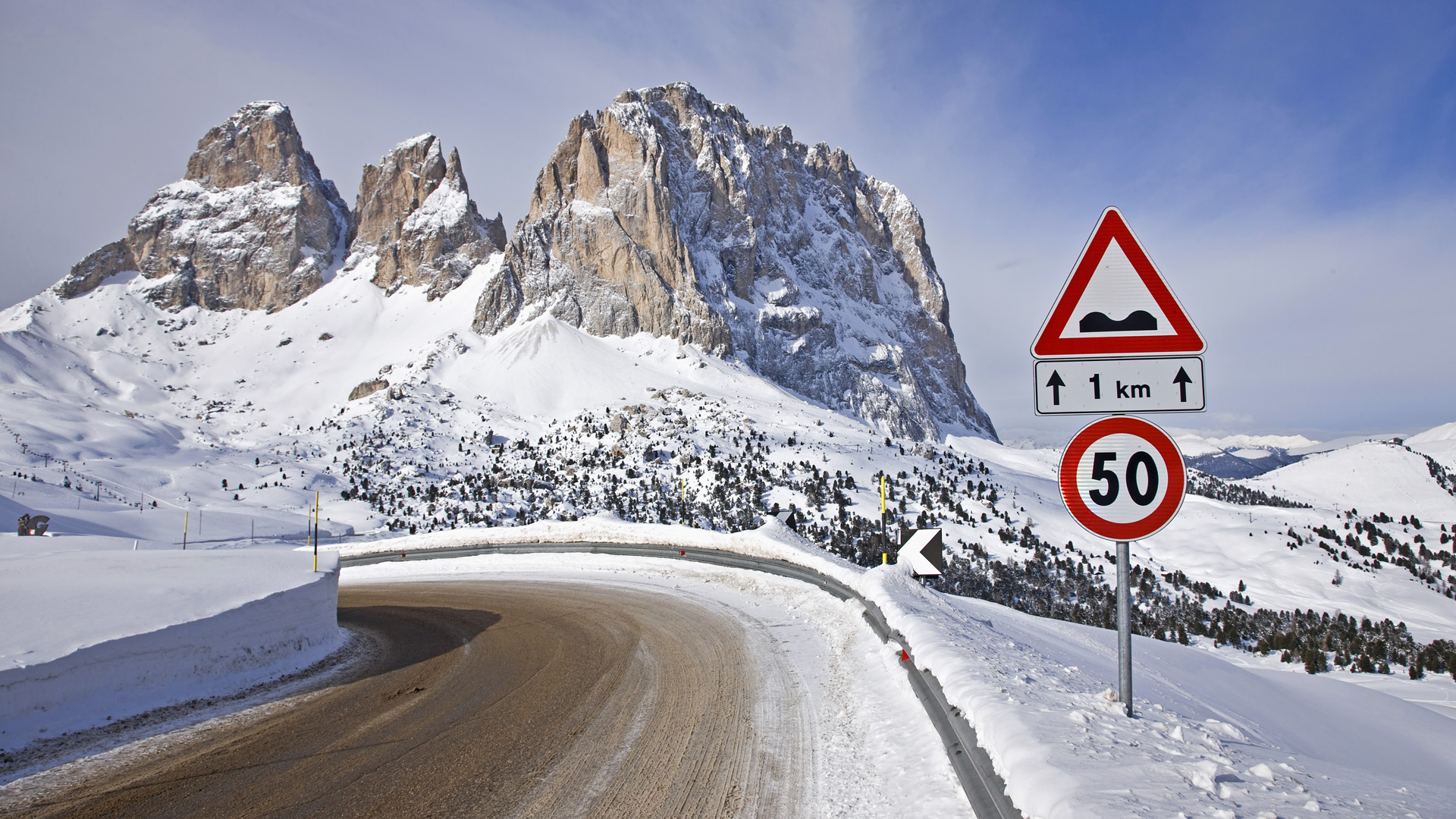 27 Jan 2009 --- Road to Sella pass with a view of  Sasso Lungo --- Image by © Atlantide Phototravel/Corbis